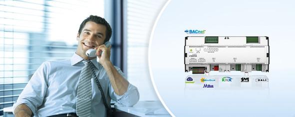 Der ecos505 Raumcontroller von SAUTER ermöglicht eine nahtlose Integration in das Gebäudemanagementsystem und auch in die Automation der Primäranlagen.